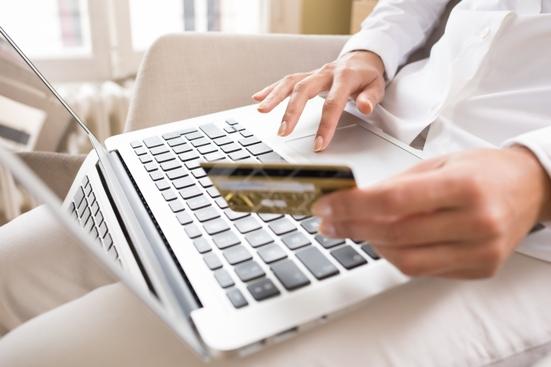 Roubos de números de cartões de créditos são alguns exemplos de crimes virtuais