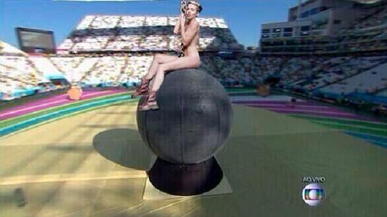 copa-do-munod-Miley-Cyrus-magic