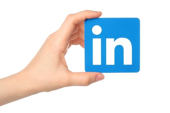 Um dos principais diferenciais do LinkedIn em comparação a outras redes sociais é que ele não possui um filtro no feed, tal qual o Facebook